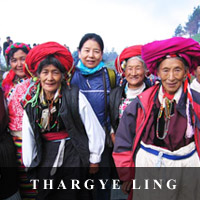 photo of Genyen Jamyangling with local women of ThargyeLing, Yunan